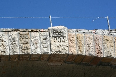Roosevelt bridge, close up shot of bridge construction date etched in stone